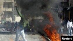 Иерусалим маңында орналасқан босқындар лагеріндегі палестиндіктер мен Израиль полициясы арасындағы қақтығыстан көрініс. Батыс жағалау, 16 наурыз 2010 жыл.