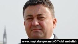 Ivan Todosijević (na fotografiji) je na izdržavanje kazne trebao da se javi 6. oktobra a iz Osnovnog suda u Prištini nije precizirano do kada mu je ovaj rok produžen.