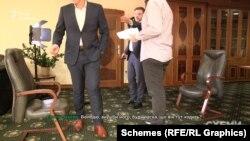 Мецгер звертається до Пікалова, вказуючи на оператора