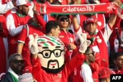 کی میدونه «عمان چیکارش میکنه / سوراخ سوراخش میکنه» به عربی چی میشه؟