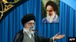 Верховный лидер Ирана аятолла Али Хаменеи. Тегеран, 9 августа 2013 года.