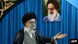 Иранның жоғарғы басшысы аятолла Әли Хаменеи. Тегеран, 9 тамыз 2013 жыл.