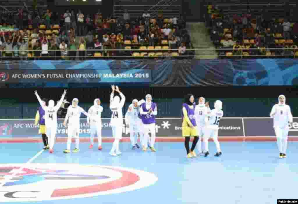 پیروزی در مقابل تایلند