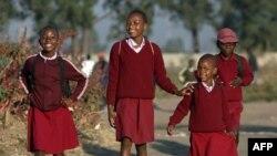Школьники Зимбабве.