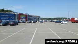 Напаўпусты паркінг «Малінаўкі»