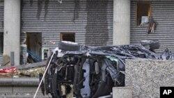 На месте взрыва в Осло обнаружена искореженная машина