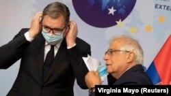 Српскиот претседател Александар Вучиќ и високиот претставник на ЕУ Жозеп Борел