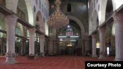 Pamje e brendshme e xhamisë Al-Aksa në Jerusalem