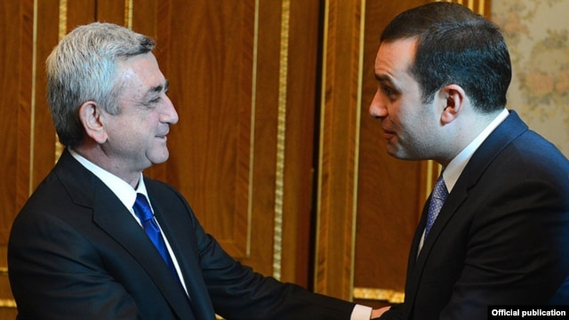 Armenia - President Serzh Sarkisian (L) meets with Georgian Defense Minister Irakli Alasania in Yerevan, 7Mar2013.