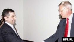 პარლამენტის თავმჯდომარე დავით ბაქრაძე (მარცხნივ) და შვეციის საგარეო საქმეთა მინისტრი კარლ ბილდტი
