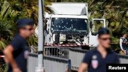 Вантажівка нападника на місці теракту в Ніцці, фото 15 липня 2016 року