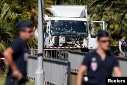 Вантажівка нападника на місці теракту в Ніцці. 15 липня 2016 року