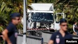 Bijeli kamion koji se zaletio u ljude, Nica, 15. juli 2016.