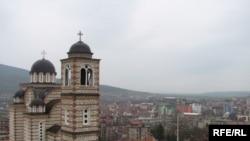 Pogled na severni deo Kosovske Mitrovice i Crkvu Sv. Dimitrija, arhiv, foto: Ricki Green