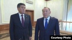 Президенты Кыргызстана и Казахстана Сооронбай Жээнбеков и Нурсултан Назарбаев. Минск, 30 ноября 2017 года.