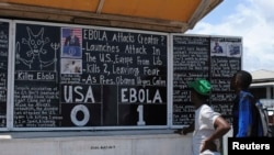 """Liberiyada lövhədə """"Ebola 1: ABŞ 0"""" yazılıb"""