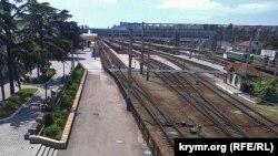 Залізничний вокзал Сімферополя, липень 2015