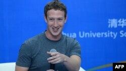 Марк Цукерберг Бээжиндеги Синьхуа университетинин студенттери менен жолугушууда. 22-октябрь, 2014-жыл.