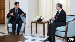 السفير فورد في لقاء مع الأسد