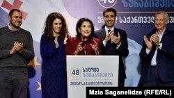 Саломе Зурабішвілі (в центрі) має підтримку партії влади «Грузинська мрія»