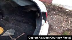 Пострадавший в результате поджога автомобиль Сергея Акимова