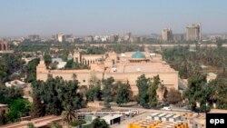 تصویری هوایی از منطقه موسوم به منطقه سبز بغداد؛ منطقه سبز بغداد در مرکز شهر قرار دارد و مراکز دولتی و سفارتخانهها را در بر میگیرد.