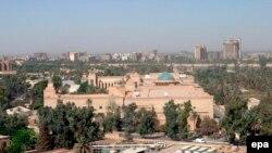 سه مرمی هاوان درمنطقه سبز بغداد جائیکه سفارت امریکا قرار دارد اصابت کرد. اگرچه این دو حمله کدام تلفات جانی وخسارات