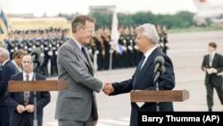 Президент США Джордж Буш-старший та Леонід Кравчук, тоді ще голова Верховної Ради. Київ, серпень 1991 року