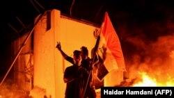 در نتیجۀ درگیری معترضان با پولیس در عراق بیش از ۴۰۰ مظاهرهکننده کشته شده اند