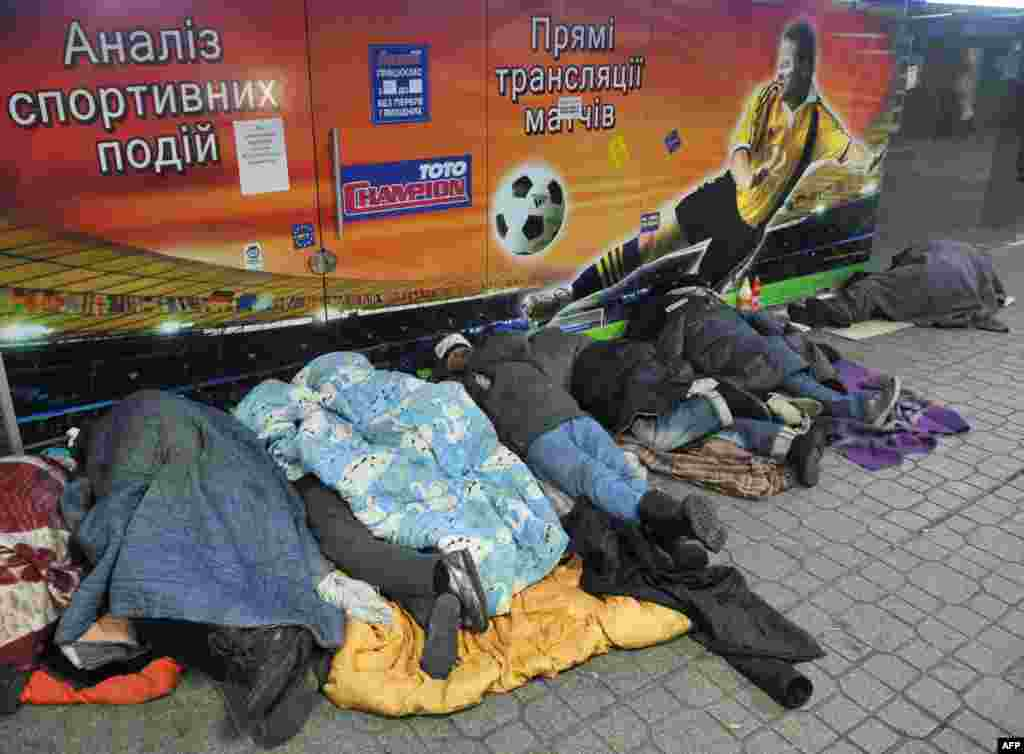 Homeless people sleep at a subway entrance in Kyiv, Ukraine. (AFP/Yuriy Dyachyshyn)