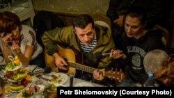 Командир пророссийских сепаратистов в Донбассе Игорь Безлер («Бес») (в центре).