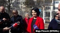 Milena Ivanović, supruga Olivera Ivanovića, ispred suda u Severnoj Mitrovici, 22. februar 2017.