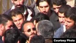 تجمع در مقابل دادگاه دراويش