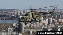 An Mil Mi-8 helicopter flies over Yekaterinburg.