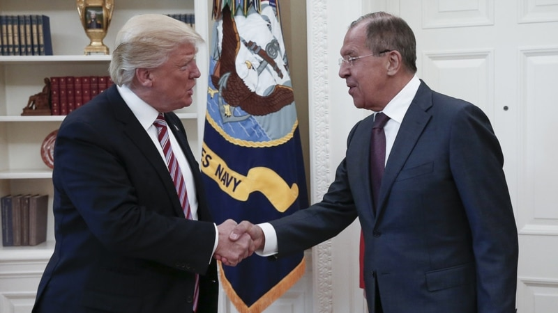 NYT: Трамп сказал Лаврову, что отставка Коми сняла с него груз
