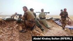 قوات البيشمركه الكردية في إشتباك مع مسلحي داعش