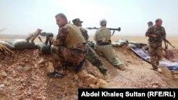 """مقاتلو من قوات البيشمركة في إشتباك مع مسلحي """"داعش"""""""