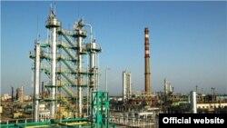 An oil refinery in Ferghana