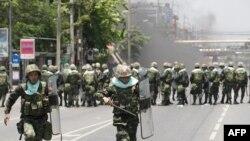 Sukob vojske i demonstranata u centru Bangkoka, 14. maj 2010.