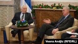 Former Bosnian Serb leader Momcilo Krajisnik (left) and Serbian President Tomislav Nikolic meet in Belgrade.