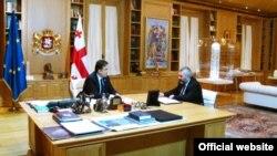 Сопредседатель Республиканской партии Грузии Тина Хидашели считает, что президент Грузии не должен был встречаться с председателем Центризбиркома, поскольку это наводит на мысли о том, что президент оказывает давление на ЦИК