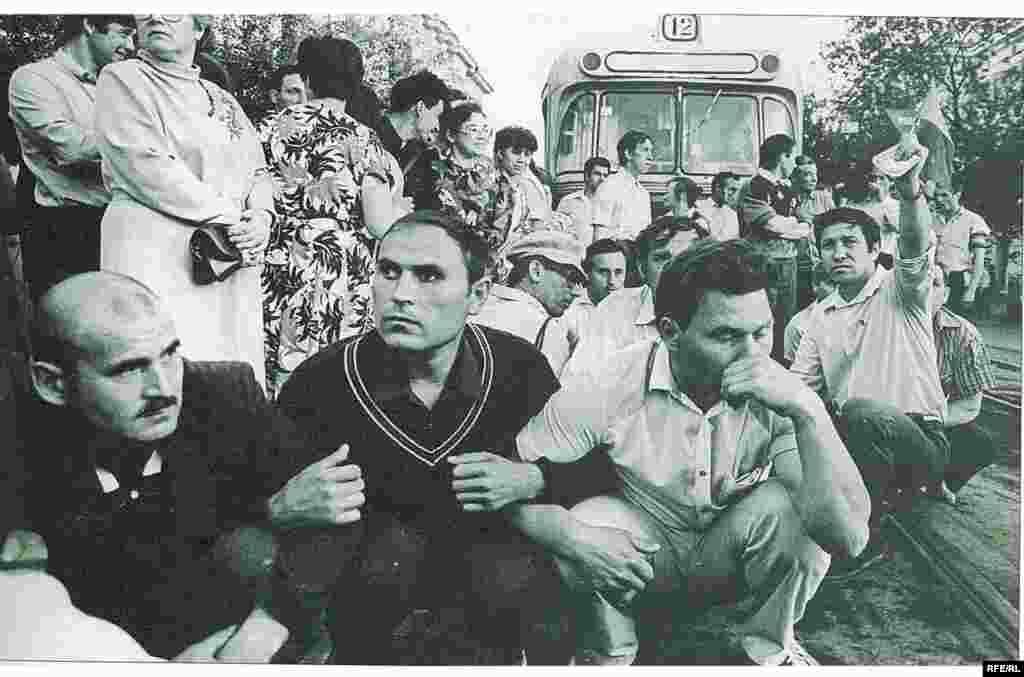 Митингта катнашучылар трамвай юлын ябып куйды, 27 май 1991 - Василий Мартинков фотосы