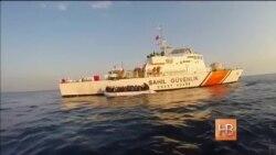 Береговая охрана спасает мигрантов вблизи побережья Турции