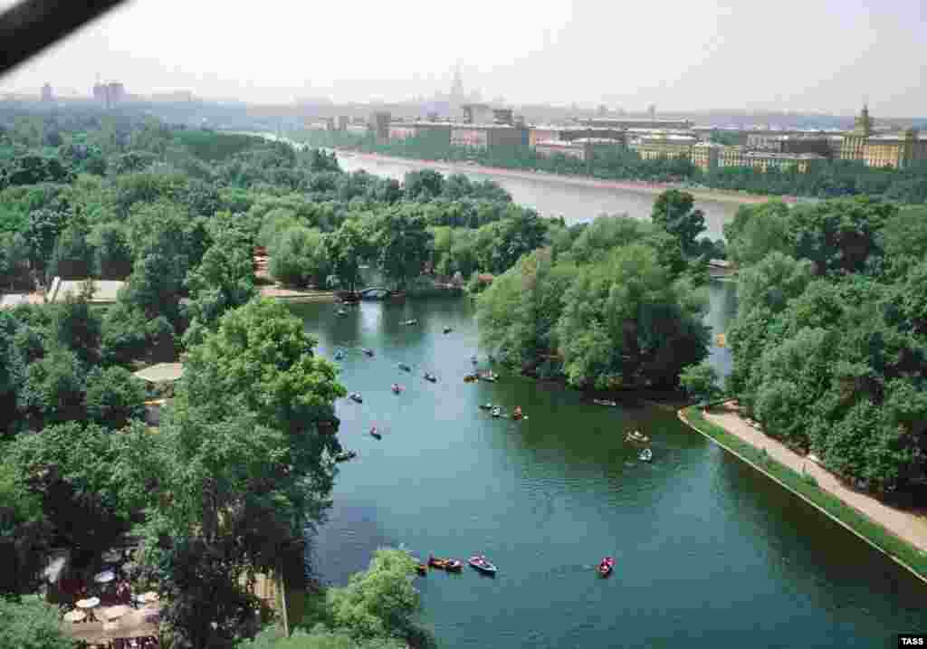 An aerial view of Gorky Park in 1979. For decades, the 300-acre park has provided Muscovites with a swath of tranquil greenery in the heart of the Russian capital.