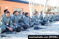 افغان پولیس د روزنې پر مهال