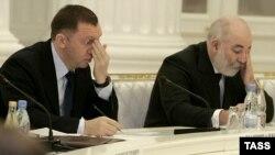 Олег Дерипаска и Виктор Вексельберг (слева направо) во время встречи президента РФ с представителями российского бизнеса, 6 февраля 2007