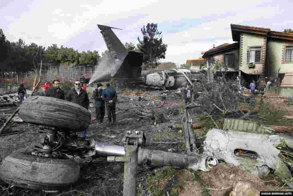 Как сообщают представители аэропорта Манас, на борту самолета находились 16 человек. Граждан Кыргызстана среди них не было. Борт вез в Иран 30 тонн мяса.