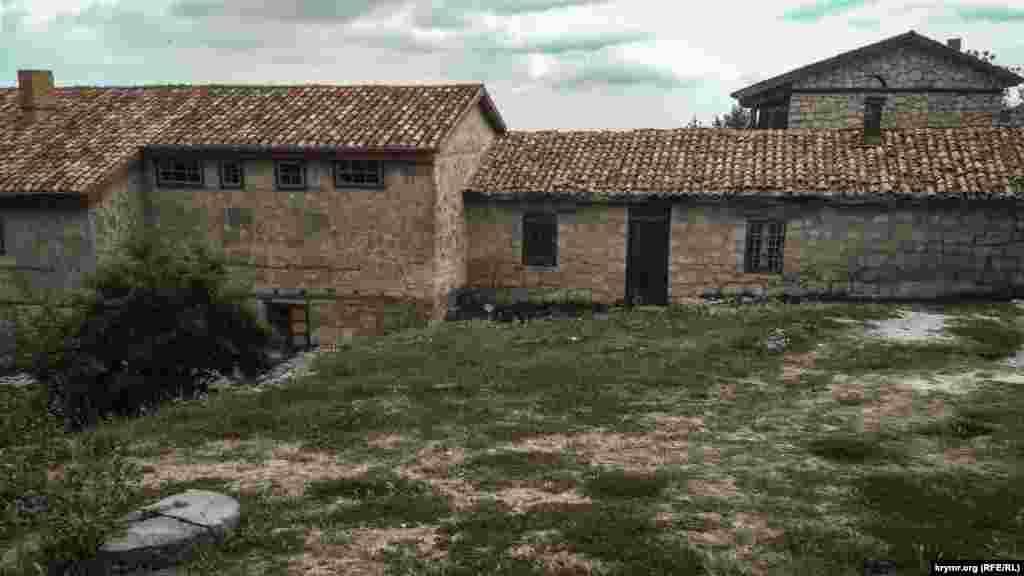 Будинок Авраама Фірковича – караїмського письменника, археолога і священнослужителя. Він займався вивченням надгробних написів караїмського кладовища Балта-Тіймез, розташованого неподалік