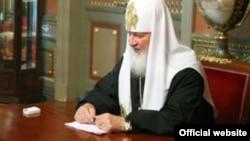 Патріарх Кирило на зустрічі з міністром юстиції Росії. Фрагмент вихідної фотографії
