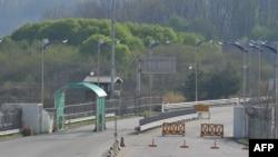 Pamje nga një vendkalim kufitar ndërmjet dy Koreve